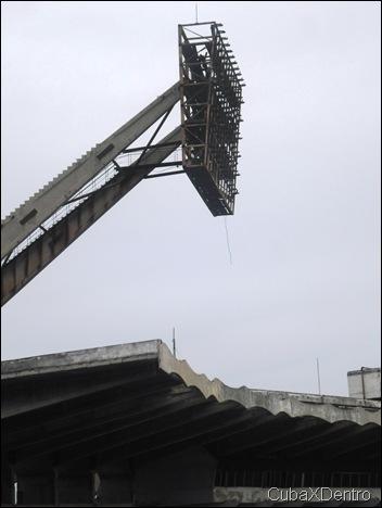 Una de las torres de luminarias del Estadio Panamericano