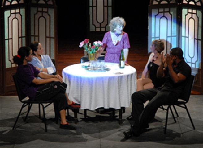 Obra de teatro: La profana familia