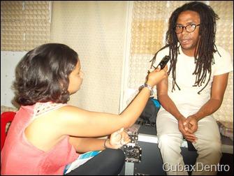 Indira entrevista a Raúl Torres foto Abel Castillo