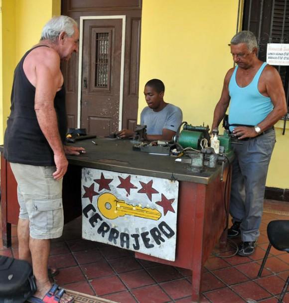 Cubanos ejercen trabajo por cuenta propia. Foto: Cubadebate