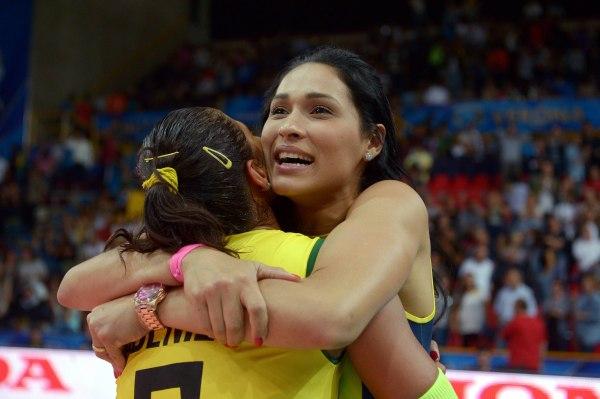 Adenizia Silvia and Brazil's Jaqueline Pereira de Carvalho