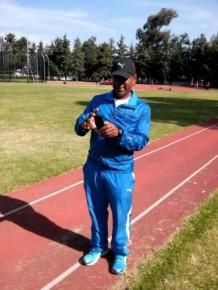 Alexander Navas entrenador principal de salto con pértiga femeninoalto