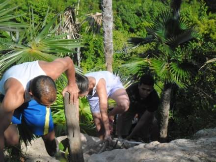 Esfuerzo final de @Marticacuba y @leovan2012 en la escalada al Mirador El Amanecer