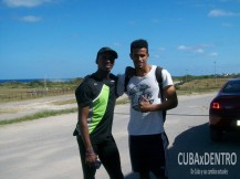Leonel Suárez junto a Manuel González