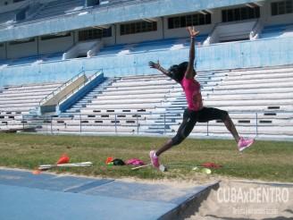 Yargelis Savigne entrenando nuevamente en el equipo nacional.