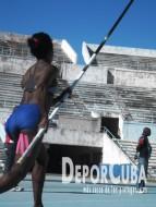 Yarisley Silva entrenando en el Estadio Panamericano