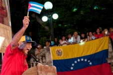 René González en su intervención en la velada político-cultural en solidaridad con Venezuela