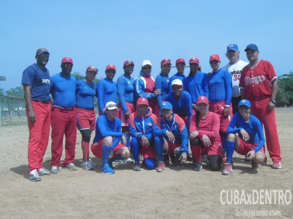 Entrena Equipo Cuba de Softball femenino_Fotos CubaxDentro (11)