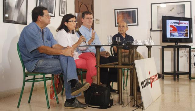 Panel de Ultimo Jueves de la Revista Temas del mes de marzo