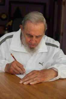 Fidel ejerciendo el voto, fotos ofrecidas por el portal Cubadebate