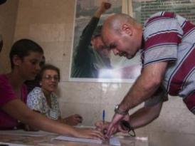 Gerardo ejerciendo el derecho al voto despúes de 16 años