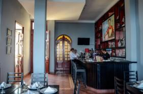Restaurante Nazdarovie ambientado con elementos de la cultura soviética