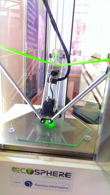 Impresora 3D mostrada en la FIHAV 2015 por la empresa italiana Ecosphere