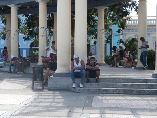 La céntrica Plaza de Marte es de los entornos más visitados en Santiago de Cuba. Autor: Odalis Riquenes Cutiño
