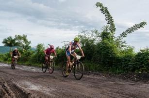 Ciclistas recorren la segunda etapa Las Terrazas-Soroa (82,6 km) durante la Titán Tropic Cuba de mountain bike el lunes 7 de diciembre de 2015. FOTO de Calixto N. Llanes (CUBA)