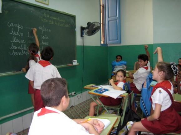 cuba-educacion-ninos-escuela-caligrafia-580x434