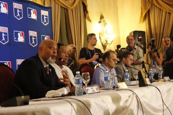 De-izq-a-der.-Tony-Clark-Dave-Winfield-Joe-Torres-y-Dan-Hallen.-Foto-José-Raúl-Concepción-Cubadebate-580x386