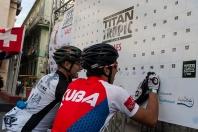 Atletas firman su inscripción en la Titán Tropic de ciclismo de montaña, desde la Plaza de Armas en La Habana Vieja, Cuba, el sábado 5 de diciembre de 2015. FOTO de Calixto N. Llanes (CUBA)