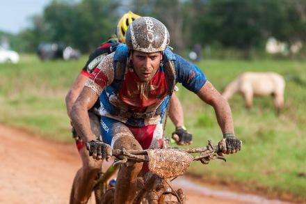 El cubano José Mojica recorre la primera etapa La Habana-Las Terrazas durante Titán Tropic Cuba de mountan bike el domingo 6 de diciembre de 2015. FOTO de Calixto N. Llanes (CUBA)
