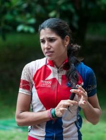 Ciclista cubana Olga Echenique conversa con la prensa tras concluir la segunda etapa Las Terrazas-Soroa (82,6 km) durante la Titán Tropic Cuba de mountain bike el lunes 7 de diciembre de 2015. FOTO de Calixto N. Llanes (CUBA)