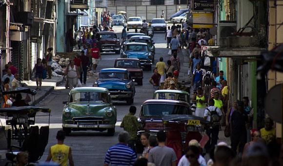Boteros7-Los-boteros-son-los-únicos-que-brindan-una-oferta-viable-para-trasladarse-rápido-en-La-Habana.