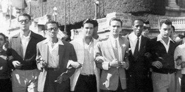 José Antonio Echeverría líder de Directorio Revolucionario junto a sus compañeros de lucha.