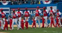 Equipo Cuba saliendo a la grama del Latinoamericano