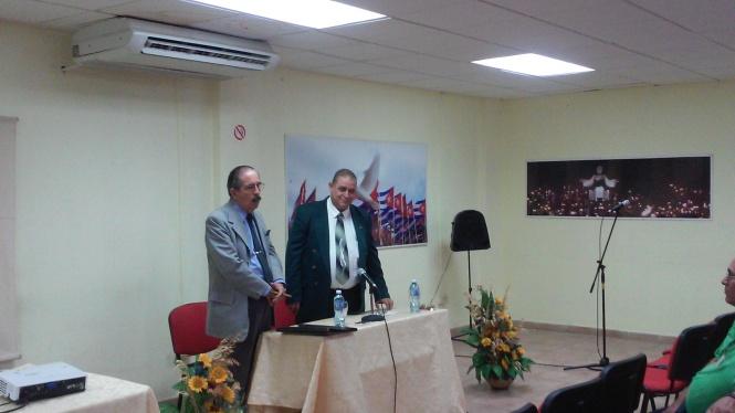 angel pérez herrero junto al profesor Villar_CubaxDentro