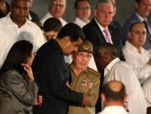 La Plaza por última vez/ Nicolás Maduro junto a Raúl