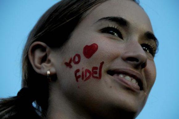 muchacha-ama-a-fidel-580x386