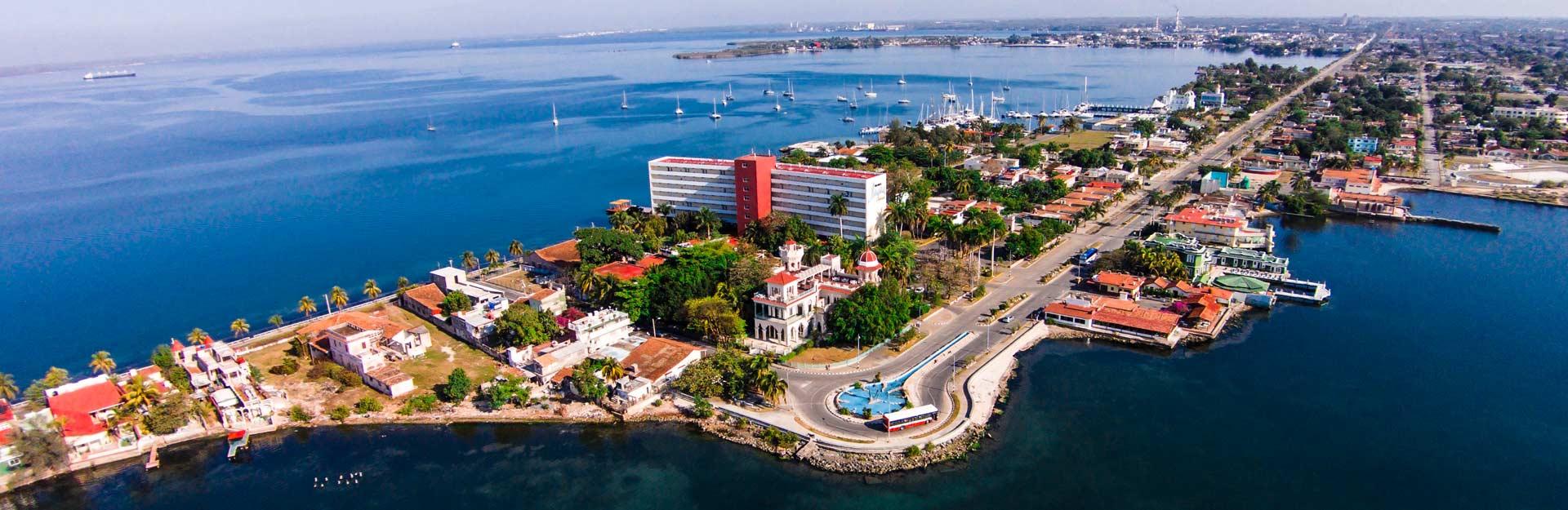 Vista aerea panorámica de Cienfuegos